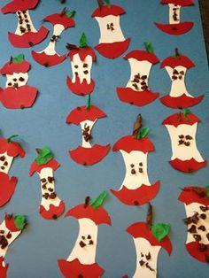 Tracer le cœur comme un tronc d'arbre, la pelure comme un parapluie et on ajoute les pépins, la tige Fall Festival Crafts, Autumn Crafts, Autumn Art, Apple Classroom, Art Classroom, Fall Preschool, Preschool Crafts, Art For Kids, Crafts For Kids