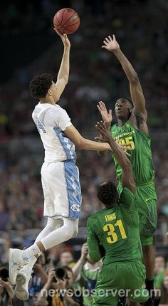 North Carolina's Justin Jackson (44) puts up a shot against Oregon's Kavell Bigby-Williams (35) during the first half of their NCAA National semifinal game on Saturday, April 1, 2017 at the University of Phoenix Stadium in Glendale, Arizona.