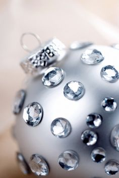 Make breathtaking Swarovski decoration in minutes with the BeJeweler and  Swarovski hot fix crystals. Christmas 318488e74ad1