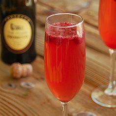 Strawberry lemon prosseco drinks!