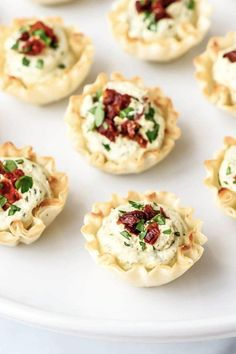 18 Small Bites to Serve at Holiday Parties Healthy appetizers may sound anything but appetizing, but these vegetarian hour derves might just be the best appetizers for a party! Finger Food Appetizers, Healthy Appetizers, Appetizers For Party, Appetizer Recipes, Appetizer Dessert, Dessert Party, Dessert Food, Party Desserts, One Bite Appetizers