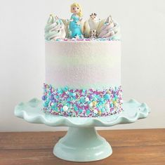 """50 Drool-Worthy Frozen-Inspired Cakes That Look Too Good to Eat For Frozen-loving kids, going """"Into the Unknown"""" of a new age means a birthday celebration with friends and family that includes a delicious cake, Bolo Frozen, Disney Frozen Cake, Disney Frozen Birthday, Frozen 2, Elsa Birthday Cake, Second Birthday Cakes, Frozen Themed Birthday Party, Birthday Cake For Kids, Frozen Party Cake"""