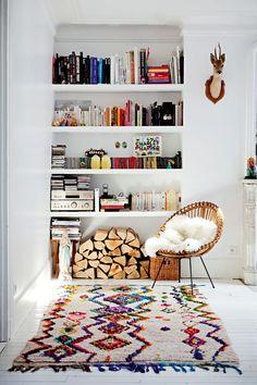 Kitap dekoru artık çoğu evde bolca görmeye başladığım ve gördükçe de sevindiğim bir hal almaya başladı. Bir evde kitap yoksa o evde ruh da yoktur. Bunu artık hepimiz çok iyi biliyoruz. Ancak kitapların olması bazen …