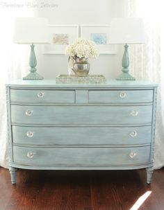 Ann from Farmhouse Blues Interiors used a mix of Bliss and Elegance topped with a white-wash of Vanilla Frosting to create this charming turquoise dresser!