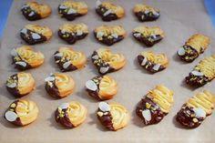 「絞り出しクッキー」えびちゃん♪   お菓子・パンのレシピや作り方【cotta*コッタ】 Mini Cupcakes, Butter, Cookies, Desserts, Recipes, Food, Crack Crackers, Tailgate Desserts, Biscuits