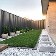 41 Perfect Small Backyard Garden Design Ideas To Look Spacious Front Yard Garden Design, Small Backyard Design, Small Backyard Patio, Backyard Patio Designs, Backyard Pools, Narrow Backyard Ideas, Small Narrow Garden Ideas, Desert Backyard, Front Yard Fence