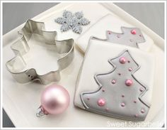 Modern Christmas Tree Cookies  (tutorial;  interesting way to use the cookie cutter to help with the icing technique).