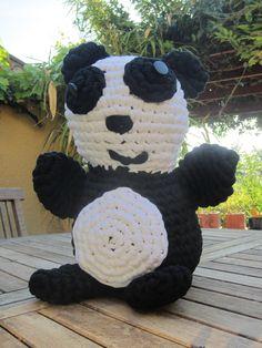 Maxigurumi, panda au crochet fait avec du trapilho, zpagetti, fettuccia