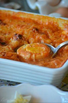 On commence la semaine avec une recette toute simple et pourtant délicieuse, surtout si vous aimez les oeufs durs. Chez nous mes ados adorent et ma maman me gâte avec les oeufs de ses poules bien généreuses en ce moment, il faut croire que ces demoiselles... Bechamel, Pasta, Deviled Eggs, Cakes And More, Cooking Time, Coco, Food Videos, Macaroni And Cheese, Food And Drink