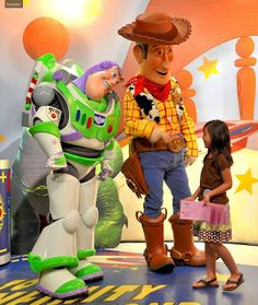 Tips from the Disney Diva: Disneys Hollywood Studios: Pixar Meet and Greet (I cannot wait to meet Woody and Buzz with the little guy!!!!!)
