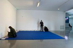 Tapis de lecture (2000–2007), by Dominique Gonzalez-Foerster book, carpet, installation, lecture