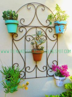 Tienda Deco C Garden Stand, Iron Furniture, Iron Decor, Garden Features, Garden Trellis, Metal Wall Decor, Plant Holders, Porch Decorating, Plant Hanger