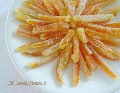 La ricetta delle scorzette di arancia candite di oggi è una vera chicca perché sono riuscita a trovare un modo facile e veloce per preparare delle scorze...
