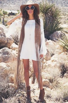 Music Festival Fashion Boho Hippie Crop Tops Ideas For 2019 Boho Outfits, Vest Outfits, Country Outfits, Cute Outfits, Fashion Outfits, Estilo Hippie, Hippie Chic, Mode Woodstock, Woodstock Outfit