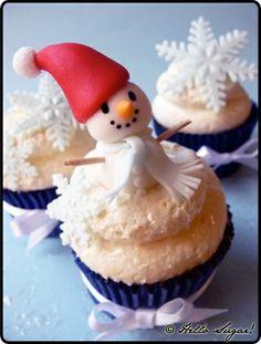 Cupcake con muñeco de nieve o simbolo navideño