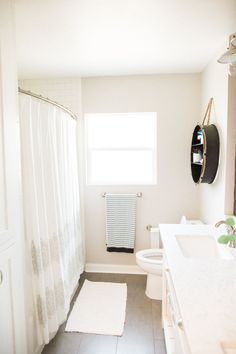 This Bathroom Makeover Will Convince You To Embrace Shiplap Salle De BainBuanderie