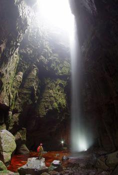 La entrada de la ultima cueva hallada en Venezuela kamarata