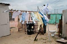 """Loo con vista """"Questi bagni sono stati installati in Khayelitsha a Città del Capo, senza armadi con l'accordo della Comunità (e reparto consigliere) - sostenendo che la comunità ha accettato di allegare il proprio bagno se la città ha costruito un gabinetto per nucleo familiare, invece del previsto uno per cinque famiglie. Cape Town, Landscapes, Places, Paisajes, Scenery, Lugares"""