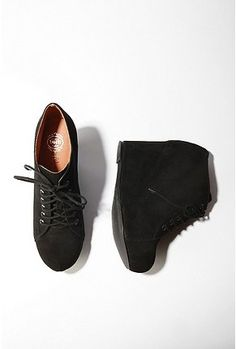 I've been resisting this fad, but it's grown on me. Someone buy me these.