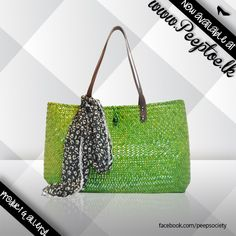 Time to dress up and look fabulous ladies….  #greenbag #greenhandbag #ladiesbag #handbag    http://www.peeptoe.lk/