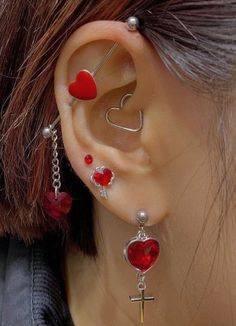 Ear Jewelry, Cute Jewelry, Body Jewelry, Jewelery, Jewelry Accessories, Ohrknorpel Piercing, Bijoux Piercing Septum, Piercing Ears At Home, Heart Piercing