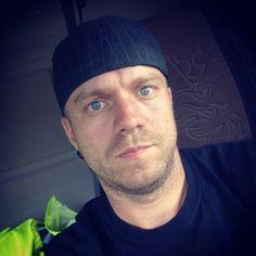 Näihin kuviin ja tunnelmiin on hyvä päättää työviikko! 😎 #meitsie #selfie #rahtari #finnishtruckers #rahtipena #väsyttää #karvanaama #tienpäällä