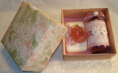 Scatola contenente vasetto di pot-pourri + saponetta decorata.
