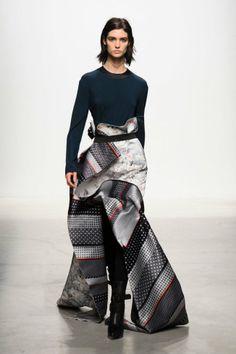 Défilé Léonard Paris automne hiver 2014-15 : On trouve cette jupe longue merveilleuse ! #PinPFW