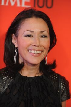 After greeting us for years as a co-host onToday, Ann Curry has taken a step back from the limelight. But one thing remains: her flawless hair. Her medium-length cut with a slight undercurl always looks so professional and classy.