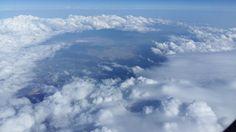 Máster en nubes.    Física. Porqué se disponen con tal regularidad en el cielo?     Porqué hay trozos de cielo que las rechazan..cielos limp...