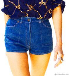Mini denim shorts, printed blue shirt, rings / Garance Doré