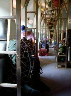 """Pacsafe 85 Bagprotector 55-85 Liter Volumen - abschließbares Stahlnetz IN KOMBINATION MIT EINEM REGENSCHUTZ VERWENDEN, damit es weniger auffällig nach """"Hier ist was wertvolles drin - schreit"""" und sonst für Hostel ohne schließfach gut oder den daypack mit wertsachen."""