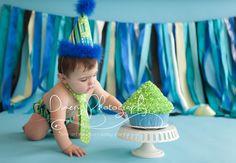 Blue and green cake smash, first birthday studio photography © Dimery Photography #cakesmash