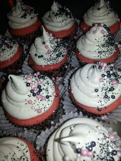 pinterest graduation party ideas | Graduation Party Ideas / Pink, black n white cupcakes