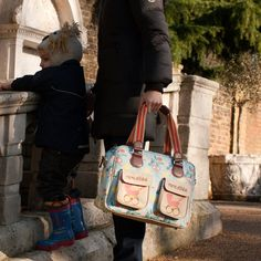 Mama et Bebe Changing Bag http://www.pinklining.co.uk/shop/changing-bags/mama-et-bebe-messenger/