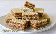 Prajitura in 5 minute cu foi de napolitane Desserts With Biscuits, Mini Desserts, No Bake Desserts, Just Desserts, Dessert Recipes, Romanian Desserts, Romanian Food, Cream Cheese Flan, Condensed Milk Cake