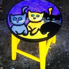 #gatinhos #cats #juamora #stool #banquetas #amarelo  www.facebook.com/ateliejuamora  ateliejuamora@gmail.com