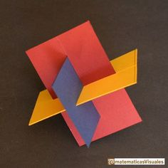 Construcción poliedros  Icosaedro, tres rectangulos áureos en madera e hilo   matematicasVisuales Geometric Sculpture, Geometric Painting, Abstract Sculpture, Geometric Shapes, Sculpture Art, Wire Sculptures, Plaster Sculpture, Cardboard Sculpture, Cardboard Art