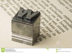 Vecchio Carattere Tipografico Dell'inchiostro Del Cavo Su Una Vecchia Carta Storica Fotografia Stock - Immagine: 64187017