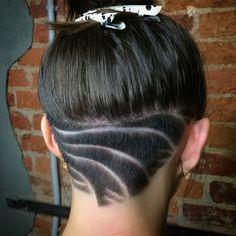 Undercut frau lange haare nacken