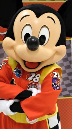 Mickey in his brand new outfit for the new coming series: Mickey and the Roadster Racers