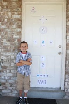 Happ-Wii Birthday - love the door decoration!