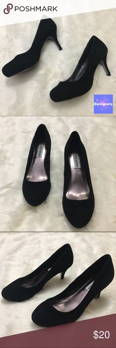2017 SALE 🍾 Steve Madden Suede Heels These black heels are gentle worn with minimal wear. Heel is 3inches high. I'm happy to answer any questions so if you're unsure about something, just ask! Bundle and save 15% 💕✨ Steve Madden Shoes Heels