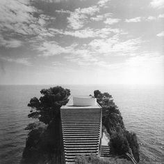 Adalberto Libera (1903-1963) (concetto) | Adolfo Amitrano e Curzio Malaparte (1898-1957) (realizzazione) | Villa Malaparte | Punta Massullo, Capri | 1937-1957