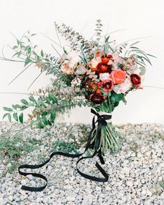 These are the best wedding bouquet wraps. They're the perfect accent to complete your wedding bouquet. Trailing Bouquet, Ribbon Bouquet, Bouquet Wrap, Summer Wedding Bouquets, Flower Bouquet Wedding, Wedding Colors, Flower Bouquets, Vintage Centerpieces, Bouquet Photography