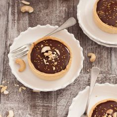 Nutty Caramel Chocolate Tarts - Almonds & cashews wrapped in caramel, fill a thin tart shell topped with Chocolate Ganache Chocolate Caramel Slice, Caramel Fudge, Chocolate Caramels, Chocolate Tarts, Chocolate Ganache, Chocolate Recipes, Cupcake Recipes, Dessert Recipes, Desert Recipes