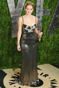 Jennifer Lawrence en robe Calvin Klein Collection sur-mesure à la soirée Vanity Fair des Oscars 2013