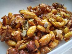 Spicy snack: Roasted nuts with honey recipe- Pikanter Snack: Geröstete Nüsse mit Honig – Rezept spicy nuts, a present from the kitchen, as finger food for buffet and party … - Healthy Juice Recipes, Honey Recipes, Juicer Recipes, Healthy Juices, Spicy Recipes, Clean Eating Pasta, Clean Eating Sweets, Clean Eating Dinner, Clean Eating Recipes