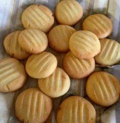 Pikkuleivät Croissants, Food Styling, Sweet Recipes, Almond, Diet, Cookies, Desserts, Crafts, Wafer Cookies