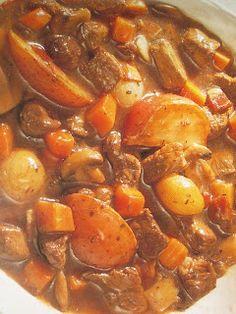 3 lbboneless beef sirloin steak, trimmed, cubed  1/2 cup flour  4 bacon slices, cut up  2 medium carrots, diced  8 new red potatoes, quarte...